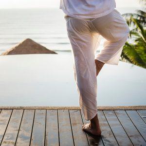 Was ist Yoga? Durch Asanas, Atmung, Prana und Meditation deine innere Mitte finden.